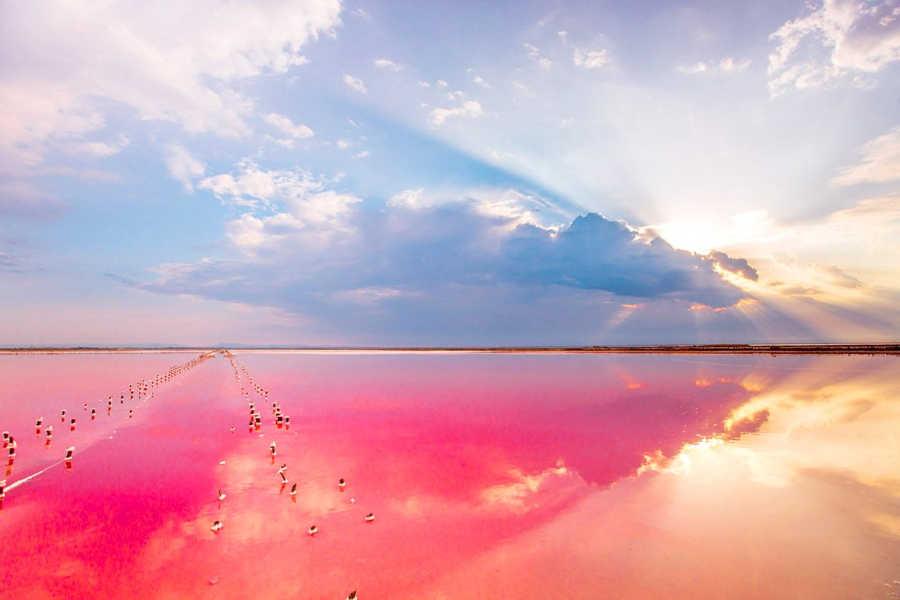 Розовое озеро в Евпатории: красота и лечение