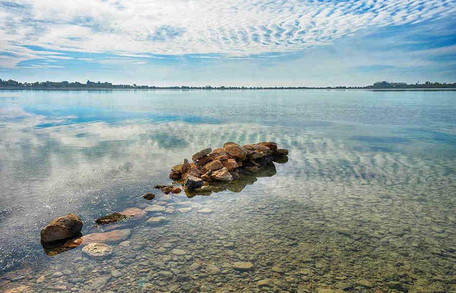 Мойнакское озеро в Евпатории: удивительные свойства лечебной грязи